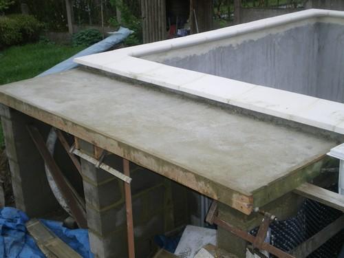 La piscine de bubu local for Local technique piscine beton