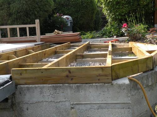 plan terrasse bois arrondie diverses id es de conception de patio en bois pour. Black Bedroom Furniture Sets. Home Design Ideas